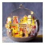 Детская игрушка маленький кукольный домик с мебелью в стеклянном шаре, Dolemikki, фото 1