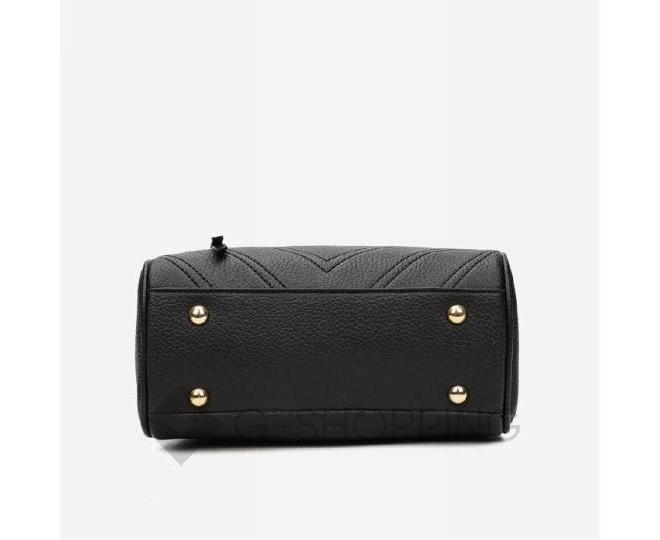 Женская квадратная черная сумочка из экокожи с меховым брелком, фото 7
