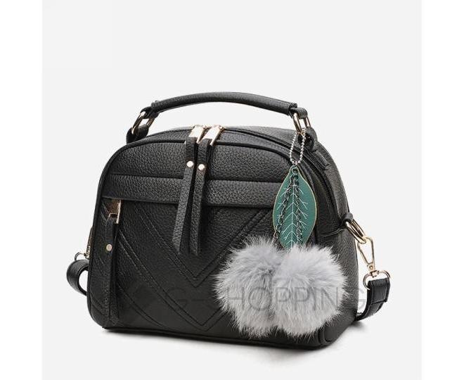 Женская квадратная черная сумочка из экокожи с меховым брелком, фото 6