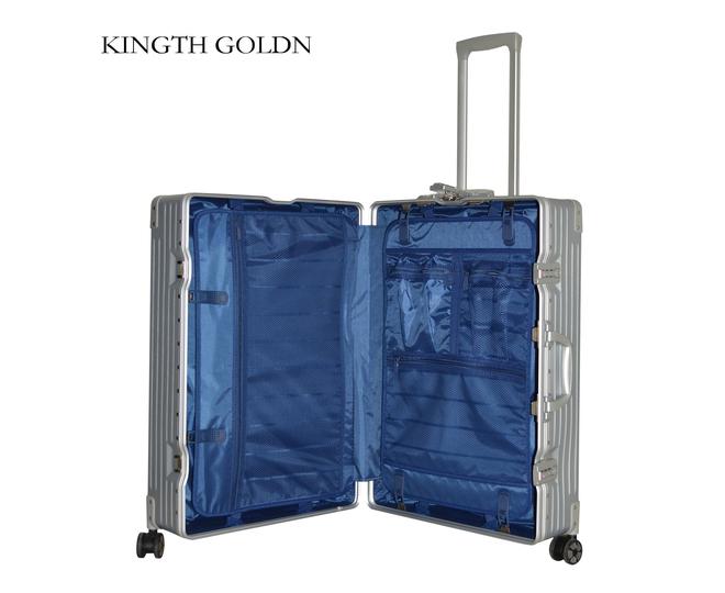 Пластиковый чемодан на колесиках серебристый  DL068 4кг